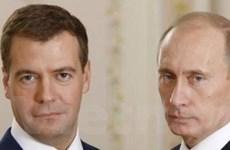 """Người Nga vẫn tín nhiệm """"bộ đôi"""" Medvedev-Putin"""