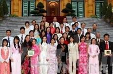 Phó Chủ tịch nước tiếp đoàn thí sinh Việt kiều