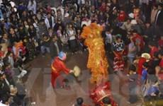 Đi chợ Tết cổ truyền người Việt Nam ở California