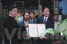 Hiến tặng châu bản thể hiện chủ quyền Hoàng Sa