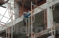Giải cứu giàn giáo xây dựng cao ốc bị nghiêng