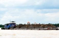 Sớm chấm dứt nạn khai thác cát trái phép trên sông Hậu