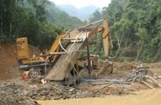 """""""Vàng tặc"""" đang hủy hoại dần dòng sông Hiến"""