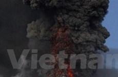 Nhiều sân bay lại bị đóng cửa do tro bụi núi lửa