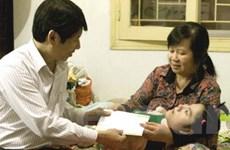 Chia sẻ nỗi đau với nạn nhân dioxin Thanh Hóa