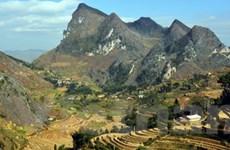 Hàng ngàn du khách đến cao nguyên đá Đồng Văn