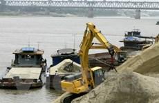 """Kinh hoàng """"công nghệ"""" khai thác cát sông Hà Nội"""