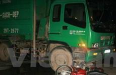 Đâm xe chở rác, 1 người chết, 2 người thương nặng