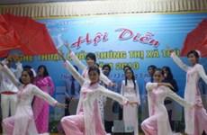 Cộng đồng người Việt tại Lào hội diễn nghệ thuật