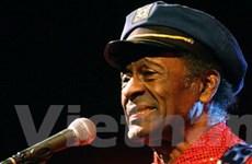Huyền thoại Chuck Berry gục ngã trên sân khấu
