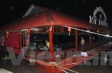 Chìm nhà hàng nổi làm 220 thực khách bấn loạn