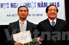 """""""Di hương"""" đoạt giải thưởng văn học thường niên"""