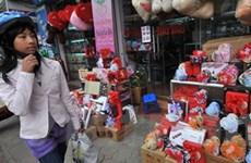 Không khí ngày Lễ Tình yêu rộn ràng ở Hà Nội