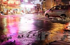 TP.HCM: Vỡ ống nước, đường phố biến thành sông