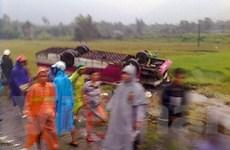 Lật xe khách, 4 người chết và 11 người bị thương