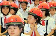 Nâng cao tỷ lệ trẻ em đội mũ bảo hiểm trong 2012