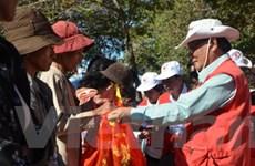 TP.HCM tặng quà Tết cho Việt kiều tại Campuchia