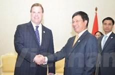 Bộ trưởng Ngoại giao Việt Nam tiếp xúc song phương