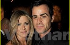 Vợ cũ của tài tử Brad Pitt đã bất ngờ đính hôn