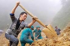 Giúp nạn nhân lở đất