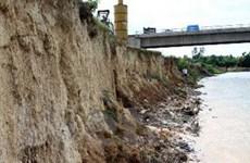 Hòa Bình: Tiềm ẩn nguy cơ sạt lở hạ lưu sông Đà