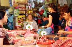 Đầu năm chợ sớm hoạt động, giá hàng hóa tăng cao