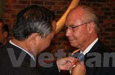 Tặng Huân chương Hữu nghị cho ông Jacques Oudin