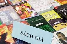 Phát hiện lượng lớn sách có dấu hiệu vi phạm luật