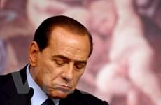 Thủ tướng Italy Silvio Berlusconi đệ đơn từ chức
