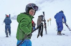 """Đến """"núi thiên thần"""" để trượt tuyết giữa mùa hè"""