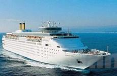 Tàu năm sao đưa 2.200 khách cập cảng Hạ Long