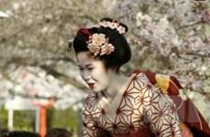 Đi du lịch và giúp người Nhật tái thiết đất nước
