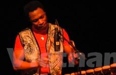 Nghệ sỹ gốc Phi đưa không gian world music tới HN