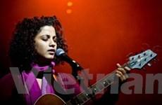 Emel Mathlouthi mang âm nhạc Trung Đông tới VN