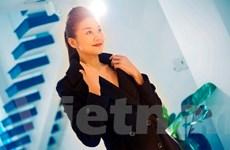 Siêu mẫu Thanh Hằng quyến rũ với trang phục đen