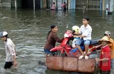 """Nở rộ dịch vụ """"ăn theo"""" ngập úng tại Hà Nội"""