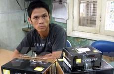 Khởi tố 10 bảo vệ và công nhân lấy cắp máy ảnh
