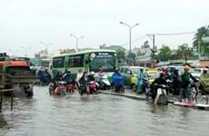 Nhiều đại lộ ở Thành phố Hồ Chí Minh ngập nước