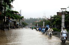 Đường ở thành phố Điện Biên Phủ cũng thành sông