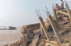 Đất ven sông Hồng ở Hà Nam bị xói lở mạnh