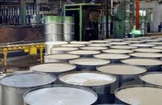 """Giá dầu trên thị trường thế giới tiếp tục """"tụt dốc"""""""