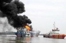 Công an điều tra về sự cố cháy tàu chở xăng