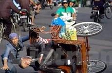 """Ông """"Obama"""" ngã xích lô trên đường phố Indonesia"""
