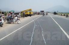 Xe máy sang đường ẩu bị tai nạn, 2 người chết