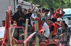"""Phe """"áo đỏ"""" gây rối nhà ga tàu điện ở Thái Lan"""