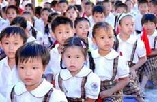 Con em người Việt ở Campuchia vào năm học mới