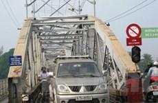 Tình hình giao thông trên cầu Ghềnh vẫn hỗn loạn