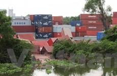 Gần 80 container bột mỳ trôi xuống sông Sài Gòn