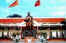 Dâng hương lên cố Tổng Bí thư Nguyễn Văn Cừ