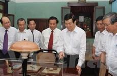 Chủ tịch nước thăm nơi ở và làm việc của Bác Hồ